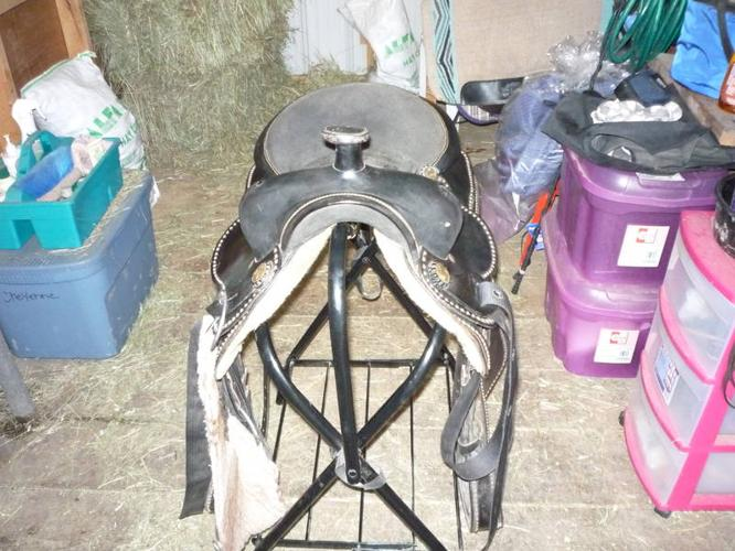 16'' western saddle (reduced)