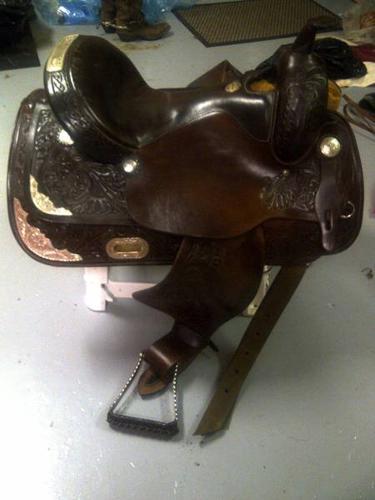 FQHB Showman Saddle size 16 seat