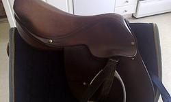 This saddle is an old style Close Contact design. Measured diagonally it is 16.5, with a medium tree. Dark brown in colour, and generally in good condition. -Comes with black stirrup leathers, and one set of irons. As well as a navy blue saddle pad. (This