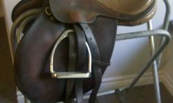 This saddle is a Le Diplomate, SpringTree made in Enland. It is in good shape. Striups and leathers are not included.