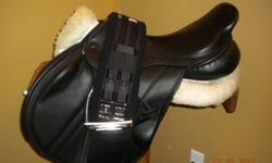Custom made saddle never on a horse.  Sold my horse before I could use it.  Tree can be modified by saddle maker to adjust to any horse.   Monoflap design with girth and leathers,stirrups.   Gorgeous butter soft leather.......Very secure seat narrow twist
