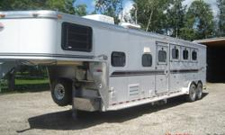 2002 SUNDOWNER 4HRSE ANGLE HAUL WITH 8FT SHORT WALL LIVING QUARTERS,A/C,MICRO,DAULSINK,STOVETOP,LRGE FRIDGE,AM/FM/CD PLAYER W/INSIDE/OUTSIDE SPEAKERS,QUEENBED,TOILET/SHOWER COMBO,30WATT SOLAR PANEL,ELECTRIC JACK,AWNING,REAR COLASPEABLE TACK/ SWING OUT