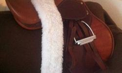 Avante close contact saddle - Exchangeable gullet system (comes with narrow, medium and wide bars) **VERY easy to interchange -17.5 inch seat - Bought NEW a few months ago, doesn't fit the new horse *** MAKE AN OFFER. *** (Does NOT include the girth,