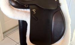 """PERFECT CHRISTMAS PRESENT Beautiful, like NEW deep brown Pessoa A/O Saddle17""""1/2 Seat Medium Tree, 15 1/2"""" flap (I just oiled it on Dec 10th 2011 and it is so beautiful looks like the day i bought it) comes with show pad ( wool ) that has never been on a"""