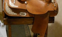 "Medium oil, basketweave, 15 1/2"" suede seat, 27"" long, 7"" gullet; semi-QH bars; Underfleece in excellent  condition, no wear or tears. Very comfortable saddle, positions you correctly. Not exceptionally heavy; has been conditioned regularly and stored in"