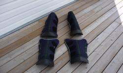 Set of weaver shipping boots, size medium.  Blue in color.  Excellent condition.