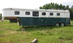 1990 JACKSON 3 HORSE ANGLE HAUL FIFTH WHEEL WITH LIVING QUARTERS.$2200.00 WORTH OF WORK DONE TO UNDER CARRIDGE AND BRAKES.2 WAY FRIDGE, STOVE AND FURNACE.NEEDS SOME COSMETIC WORK. NO EMAILS PLEASE ONLY PHONE CALLS.THANKS