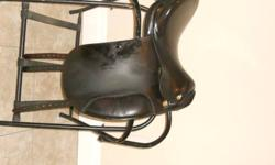 Offering a 17inch prestige saddle with a med tree   super comfy saddle! absolutly love it, but in school and need the money..saddle is in cambridge. minus a little bit of sun bleach, saddle is in great condition! Fit my high witherd TB perfect.