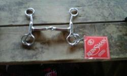 """Selling my Reinsman bit. Tom Thumb Copper mouth snaffle. BRAND NEW. Still has the tag on it. Price says 96.99 but selling for $90 firm. Size 5""""."""
