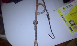 im selling a one ear western show headstall used 3 times thanks