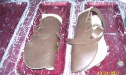 There are 4 sets of splint boots in very good condition and they all have leather outsides and a few have been barely used! They are a size large by the looks of them.. Priced at $25.a set or can do a package on them.. Also have 5 Wool English Saddle Pads