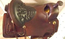 """BRAND NEW EXCELLENT QUALITY ELKHORN TUCKER Trail Saddle 15.5"""" WESTERN SIZING/16.5 inch TUCKER sizing, gel-cush seat (135-190lbs). Mahogany brown leather, Brass hardware, 3 way rigging, MED. tree,(Semi 1/4 horse bars). Awesome tooling throughout.Padded"""